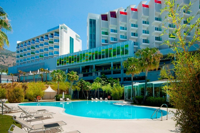 DoubleTree_by_Hilton_Hotel_Resort_and_Spa_Reserva_del_Higueron_Pool_HR_web.jpg