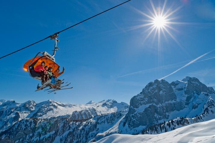 Sessellift im Skigebiet Photo by Christof Sonderegger