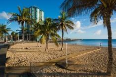 Sombras largas en la Playa El Reducto - Arrecife.